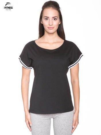 Czarny t-shirt damski ze sportową lamówką