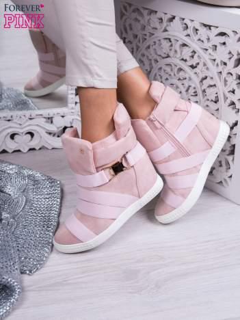 Różowe zamszowe sneakersy bandage z klamerką