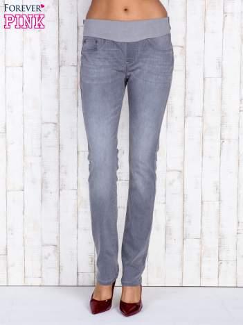Szare jeansowe spodnie z przetarciami i na gumkę w pasie