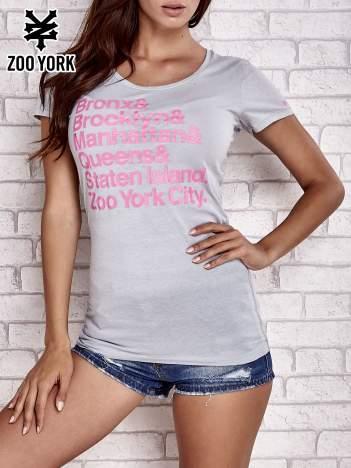 Szary t-shirt z napisami
