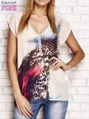 Beżowa koszula z abstrakcyjnym nadrukiem