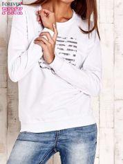 Biała bluza z tekstowym nadrukiem