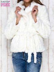 Biała futrzana kurtka z wiązaniem