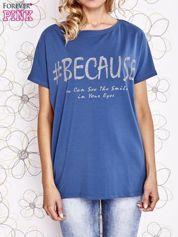 Ciemnoniebieski t-shirt z hashtagiem #BECAUSE