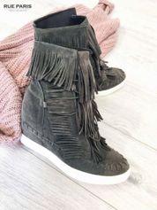 Ciemnoszare zamszowe sneakersy z frędzelkami na koturnach