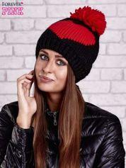 Czarna czapka z czerwonym sercem i pomponem