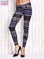Czarne legginsy w zimowy motyw