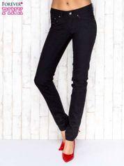 Czarne spodnie jeansowe z prostą nogawką