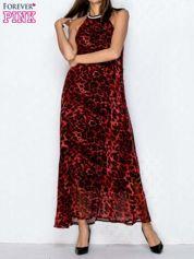 Czerwona sukienka maxi w panterę z biżuteryjnym dekoltem