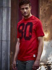 Czerwony t-shirt męski z nadrukiem cyfr