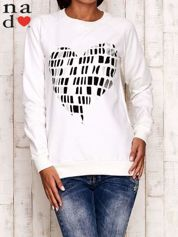 Ecru bluza z nadrukiem w kształcie serca