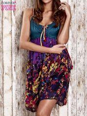 Fioletowa kwiatowa sukienka z kolorowymi troczkami