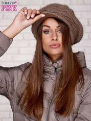 Jasnobrązowa dziergana czapka z daszkiem