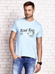 Jasnoniebieski t-shirt męski z wyścigowym napisem ROAD RACE