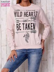 Jasnoróżowa bluza z napisem WILD HEARTS CAN'T BE TAKEN