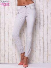 Jasnoszare spodnie o regularnym kroju