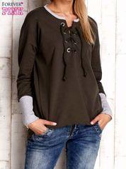 Khaki bluza z wiązaniem i szerokim ściągaczem