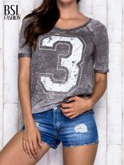 Khaki t-shirt z cyfrą 3