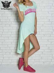 Miętowa sukienka z dłuższym tyłem i napisem INSPIRE THE WORLD