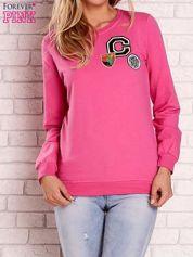 Różowa bluza z kolorowymi naszywkami