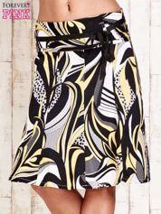 Żółta rozkloszowana spódnica w abstrakcyjny wzór