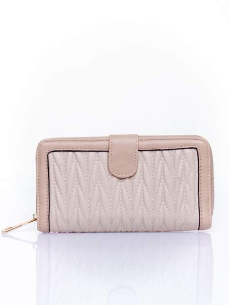 Beżowy pikowany portfel ze złotym suwakiem