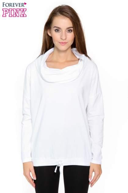 Biała bluzka dresowa z kołnierzokapturem i ściągaczem na dole