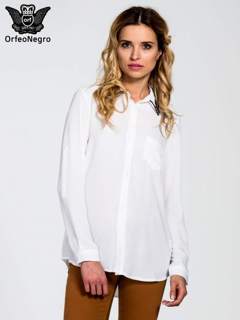 Biała koszula z kołnierzykiem zdobionym cekinami i kieszonką