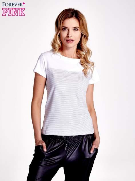 Biały t-shirt w poziome szare paski