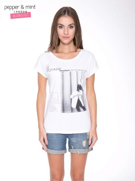 Biały t-shirt z nadrukiem fashion