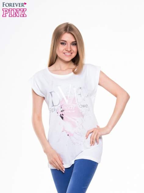 Biały t-shirt z nadrukiem kwiatu