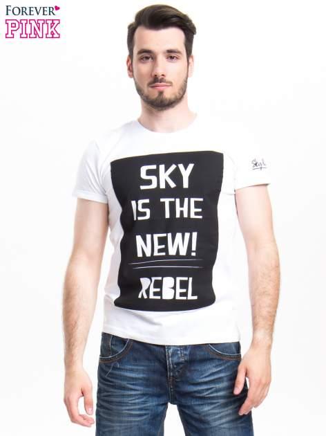 Biały t-shirt z napisem SKY IS THE NEW REBEL