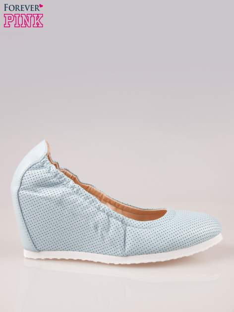 Błękitne siateczkowe buty na koturnie