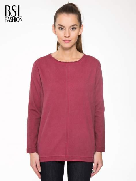 Bordowa bluza z surowym wykończeniem i widocznymi szwami