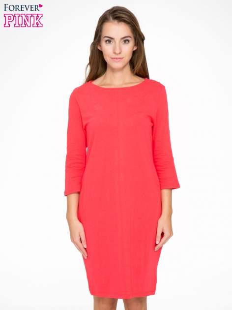 Ciemnokoralowa dresowa sukienka z kieszeniami po bokach