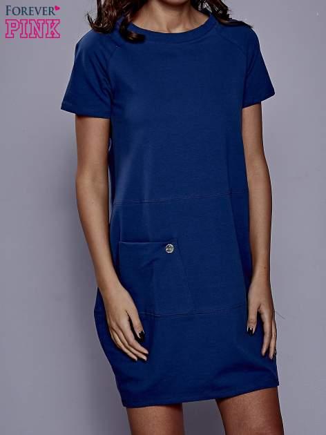 Ciemnoniebieska sukienka dresowa z kieszenią z boku