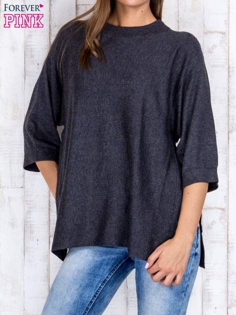 Ciemnoszary luźny sweter oversize z bocznymi rozcięciami