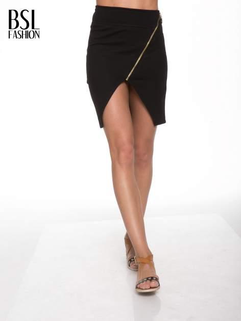Czarna asymetryczna spódnica ze złotym zamkiem