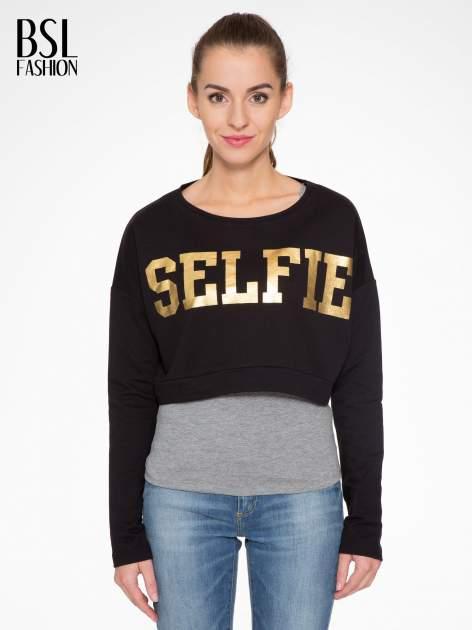 Czarna bluza cropped ze złotym napisem SELFIE