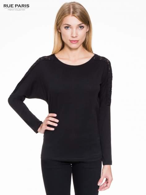 Czarna bluzka z koronkową wstawką na rękawach i z tyłu