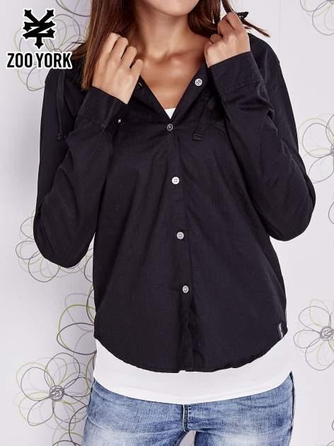 Czarna koszula z kapturem