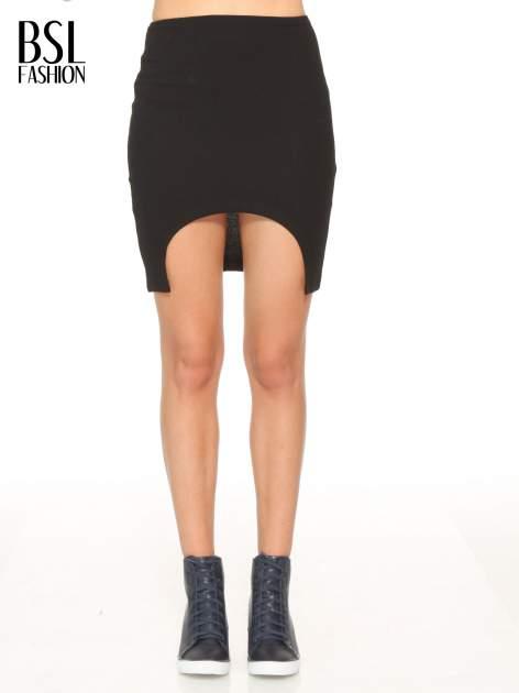 Czarna mini spódnica z wycięciem z przodu