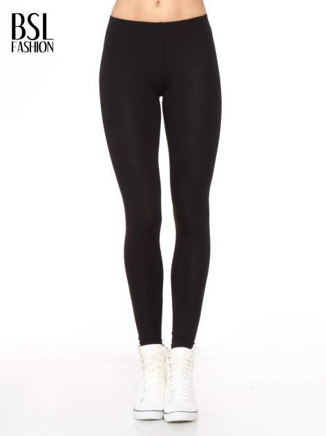 Czarne legginsy z nadrukiem serduszek z tyłu nogawek