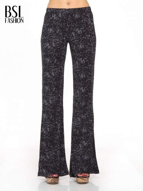 Czarno-szare wzorzyste spodnie typu dzwony
