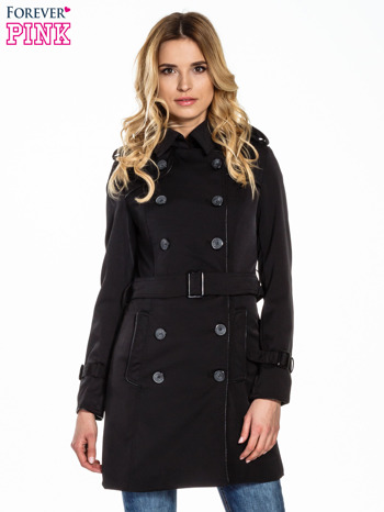 Czarny klasyczny płaszcz trencz ze skórzanym obszyciem