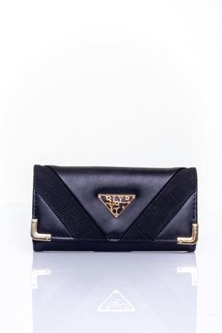Czarny portfel z ozdobnym detalem i złotymi okuciami