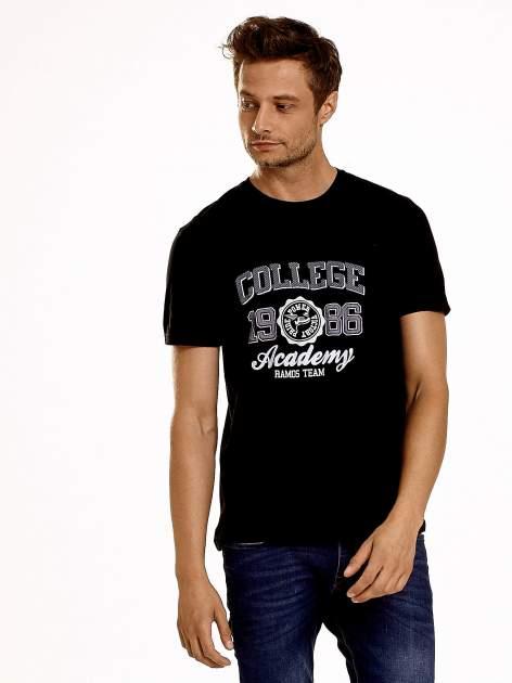 Czarny t-shirt męski z nadrukiem i napisem COLLEGE 1986
