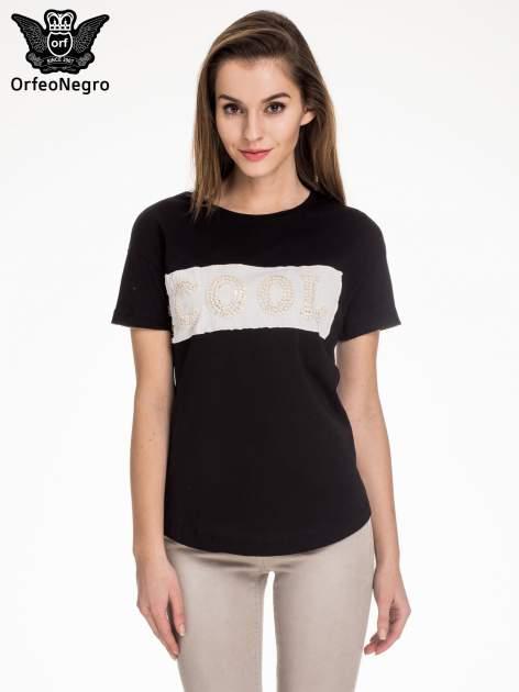 Czarny t-shirt z aplikacją COOL z cekinów