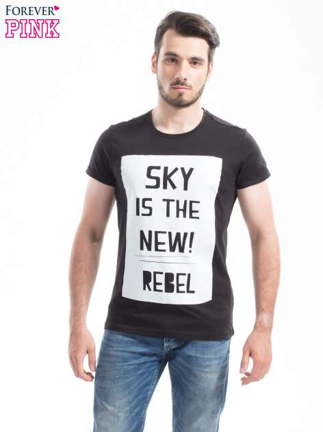 Czarny t-shirt z napisem SKY IS THE NEW REBEL