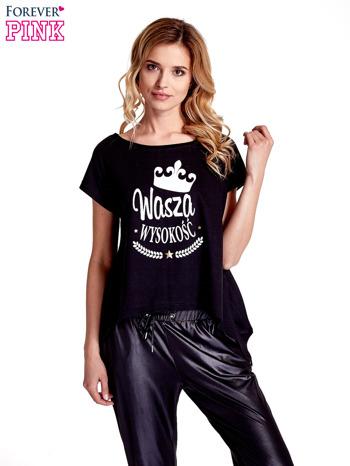 Czarny t-shirt z napisem WASZA WYSOKOŚĆ